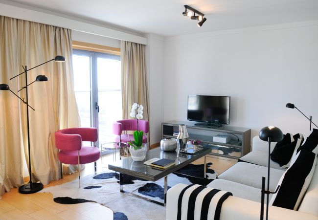 Apartment in Lisbon - Two-Bedroom Apartment with River View | Panoramic Living